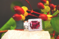 Bague tourmaline rubellite et diamants, or blanc 18K