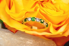 Alliance diamants et grenats tsavorite, or blanc 18K