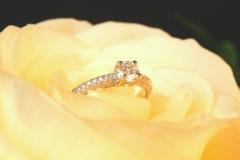 Bague diamant avec pavé de diamants, or blanc 18K
