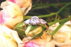 Bague diamant brillant et diamants poires, or blanc 18K
