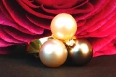 Bague Perles de Tahiti et d'eau douce, un diamant, or jaune 18K