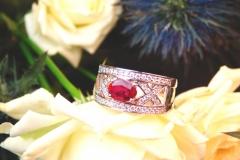 Bague rubis et rails diamants, or blanc 18K