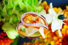 Bague saphir jaune-orangé et diamants, or rose 18K