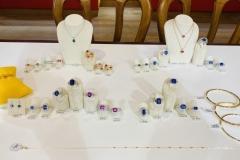 Saphirs bleus, saphirs roses, tanzanites, pierres fines