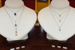 Saphir, émeraude, topaze, diamants