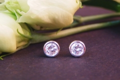 Boucles d'oreilles diamants serti clos, or blanc 18K