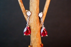 Boucles d'oreilles tourmalines rouges et diamants, or blanc 18K