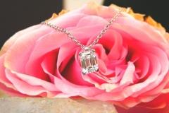 Pendentif diamant taille émeraude, or blanc 18K