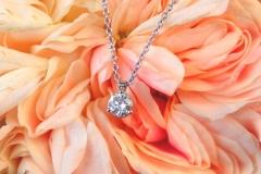 Pendentif diamant serti 3 griffes, or blanc 18K