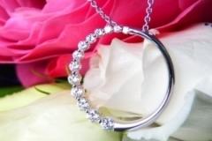Pendentif anneau d'or blanc 18K et diamants