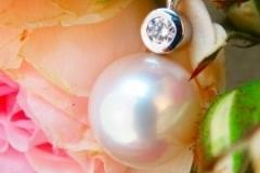 Pendentif Perle et diamant, or blanc 18K