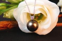 Pendentif Perle de Tahiti et diamant, or blanc 18K