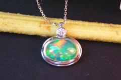 Pendentif opale, or blanc 18K