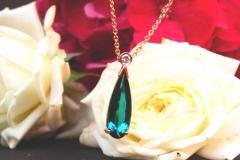 Pendentif tourmaline vert-bleuté et diamant, or rose 18K