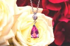 Pendentif saphir rose et diamant, or blanc 18K