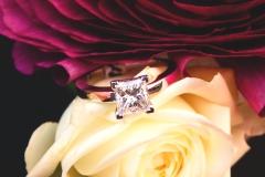 Solitaire diamant princesse, or blanc 18K