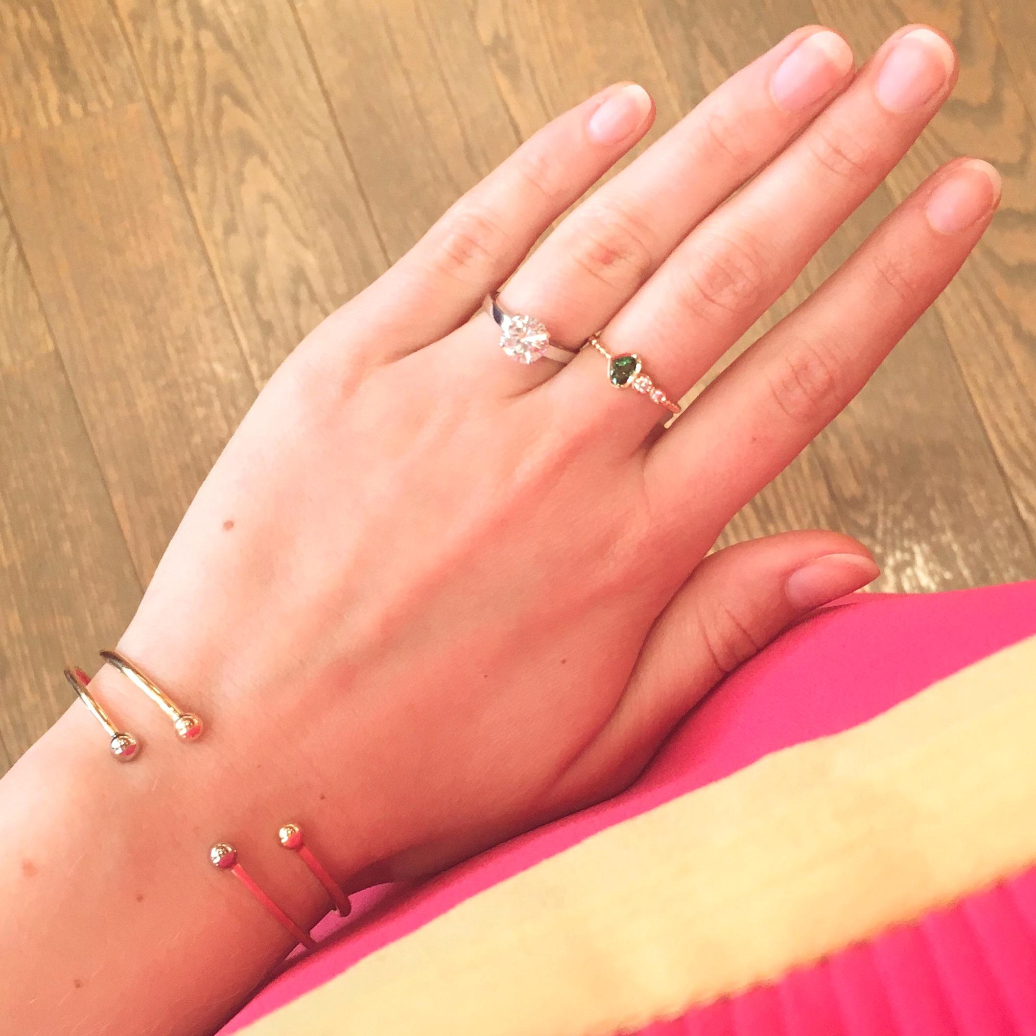 Solitaire diamant de 1.52ct G-SI1 or blanc 15600€. Bague grenat tsavorite et diamants or rose 18K 745€. Jonc or jaune et perles or roses 9g 895€ (vendu). Jonc or jaune et perles or blanc 6.50g 695€